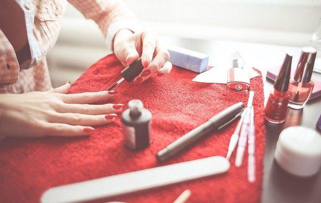 Doe een ontspannen bezoek aan een zonnebank of nagelstudio in overloon cadeau!